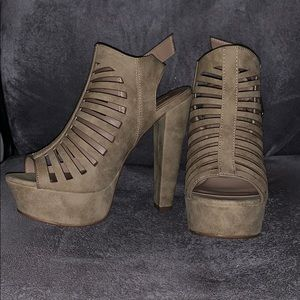 Shoes - Nude Thick Heels Size 8